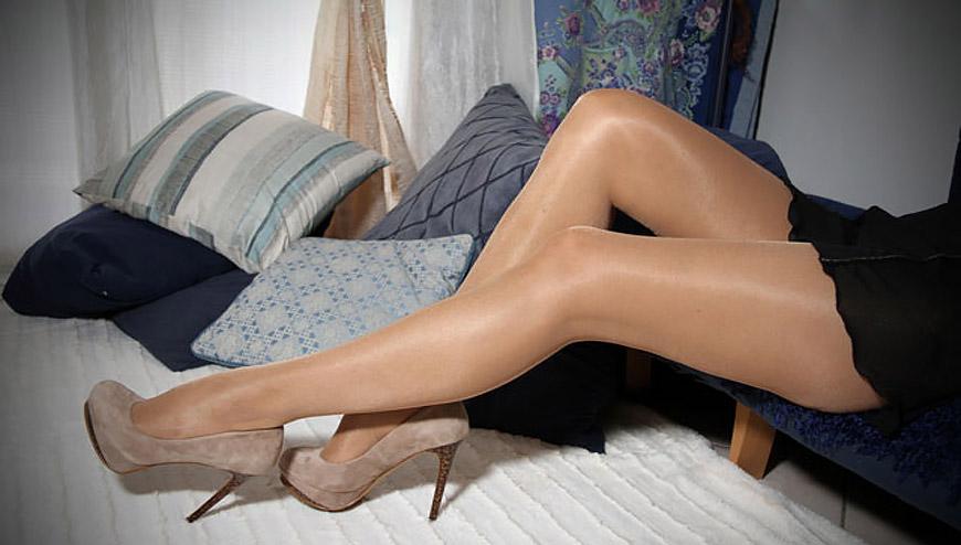 Фото женщины в телесных колготках